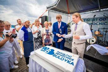 Fakultní nemocnice Bulovka slaví 90 let